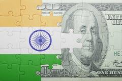 Озадачьте с национальным флагом банкноты Индии и доллара Стоковые Фото