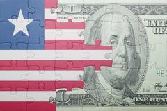 Озадачьте с национальным флагом банкноты Либерии и доллара Стоковые Фотографии RF