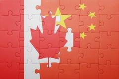 Озадачьте с национальным флагом Канады и фарфора Стоковые Изображения RF
