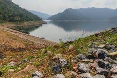 Озера и утесы гор стоковое фото
