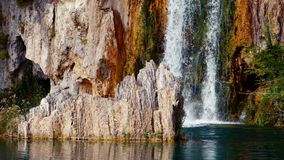Озера с водопадом в Хорватии, Европе Положение: Plitvice, jezera Plitvicka национального парка видеоматериал