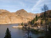 Озера Ritom, Cadagno, Том в осени Стоковое фото RF