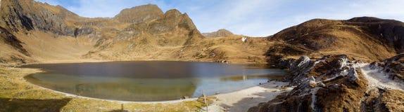 Озера Ritom, Cadagno, Том в осени Стоковое Изображение
