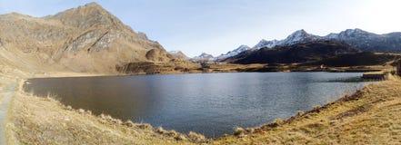 Озера Ritom, Cadagno, Том в осени Стоковое Фото
