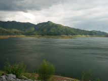 Озеро лагуны waterworks фонтана prakarnchon dan khun Стоковое фото RF
