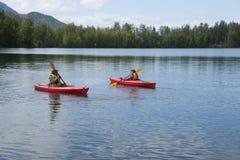 Озеро Аляска отражени дня потехи семьи лета Стоковые Изображения RF