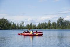 Озеро Аляска отражени дня потехи семьи лета Стоковое фото RF