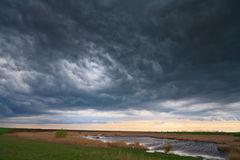 озеро вечера зоны над дистанционным штормом одичалым Стоковая Фотография RF
