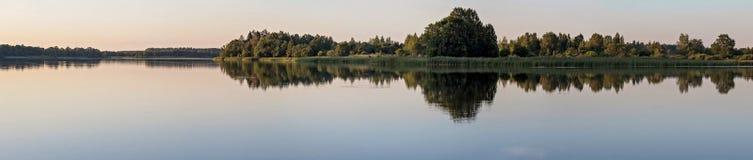 Озеро вечер стоковые фотографии rf