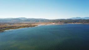 Озеро взгляд птицы в золотой осени Стоковые Изображения RF