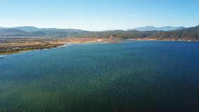 Озеро взгляд птицы в золотой осени Стоковое фото RF