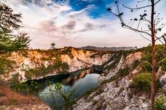 Озеро внутри каменной ямы Таиланда Стоковая Фотография RF