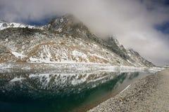 Озеро в высоких Альпах Стоковое фото RF