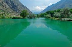 Озеро в горах, Кыргызстан Стоковые Изображения
