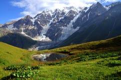 Озеро в горах Стоковые Фотографии RF