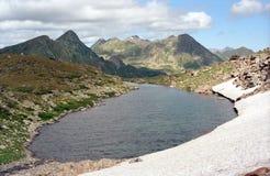 Озеро в горах Стоковые Изображения RF