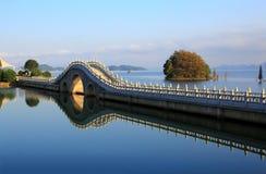 Озеро в зиме стоковые фотографии rf