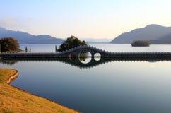 Озеро в зиме стоковая фотография rf