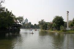 Озеро в зоопарке Dusit - Бангкоке, ТАИЛАНДЕ Стоковые Изображения RF