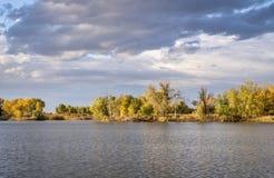 Озеро в Колорадо с драматическим небом стоковая фотография rf