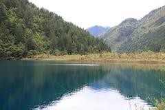 Озеро в национальном парке Jiuzhaigou Стоковые Фото