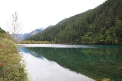 Озеро в национальном парке Jiuzhaigou Стоковое Фото