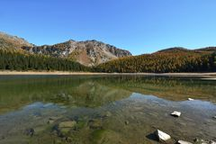 Озеро в осени - горы Palu Valmalenco, Valtellina, Италии Стоковое фото RF