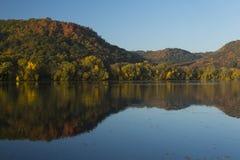 Озеро в осени Стоковое Изображение RF