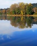 Озеро в осени Стоковое Фото