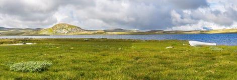 Озеро в плато Hardangervidda, Норвегии Стоковые Фотографии RF