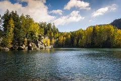Озеро в утесах Adrspach - Teplice Стоковое Фото