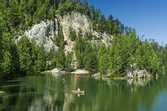 Озеро в утесах Adrspach-Teplice Стоковые Изображения