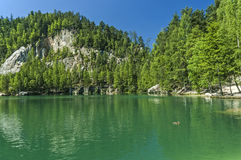 Озеро в утесах Adrspach-Teplice Стоковое Фото