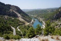 Озеро в холмах Стоковые Изображения