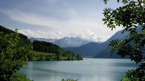 Озеро в Lungern, Швейцарии сток-видео