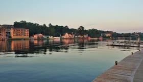 Озеро Гамильтон во время восхода солнца Стоковые Фотографии RF