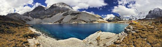 Озеро гористая местность Стоковая Фотография RF