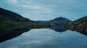Озеро горы Норвегии Стоковые Изображения RF