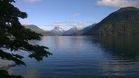 Озеро & горы стоковые фото