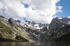 Озеро гор весной Стоковые Фото