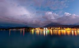 Озеро гор в Альпах на ноче Люцерн на ноче стоковая фотография rf