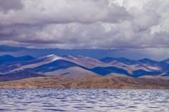 Озеро гор в Тибете Стоковые Изображения RF