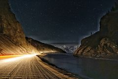 Озеро гор звезд на ноче Стоковое Изображение RF