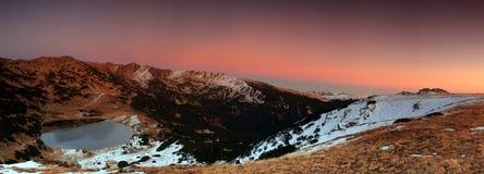 Озеро гор на заходе солнца стоковое фото