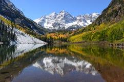 Озеро гор осени стоковые фотографии rf
