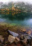 Озеро гор осени стоковая фотография