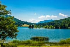 Озеро гор. Праздники 2013. Стоковое Изображение