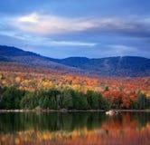Озеро гор стоковое изображение