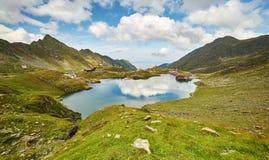 Озеро гор Balea с отражением неба стоковое фото