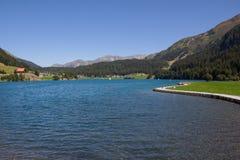 Озеро Давос в ¼ Graubà nden взгляд Швейцарии в лете Стоковые Фото